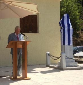 «Ο  Πρόεδρος του Συλλόγου Πλανητεριωτών κ Άγγελος Βαγενάς κάνει τις προσφωνήσεις και τον χαιρετισμό»