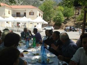 «Οι επίσημοι και όλοι οι παρευρισκόμενοι παρακάθισαν σε γεύμα μετά την εκδήλωση»